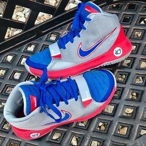Boys size 6.5 Nike KD Trey 5 III b-ball sneakers